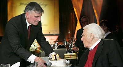 Billy Graham with his son Franklin Graham (BGEA)