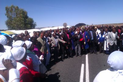 More than 600 taxi and church leaders and members of the public pray for safety on a high-accident road in the Central Karoo.