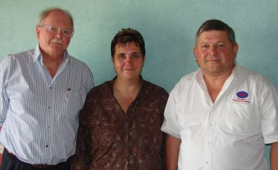 Friends of Van Stadens Bridge Trust members Pieter Spies (left) and Cliff Rose (right) and Francie de Waal of Thornhill Police Station at a meeting in PE today where it was announced that a steel barrier will be erected at Van Stadens bridge to deter suicide jumps.