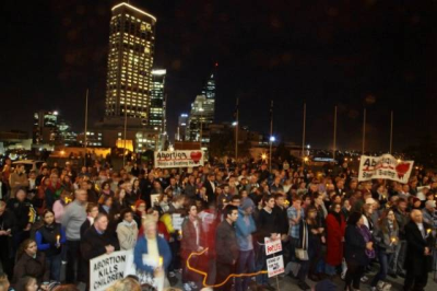 Nearly 1000 people join 15th annual Rally for Life in Perth, Australia