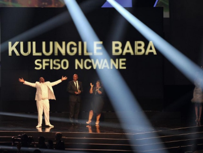 A delighted Sifiso Ncwane acknowledges his Record Of the Year award at the SA Music Awards 2013.