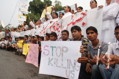 Protesters took to the streets in cities across Pakistan following the church bombings.( PHOTO: World Watch Monitor)
