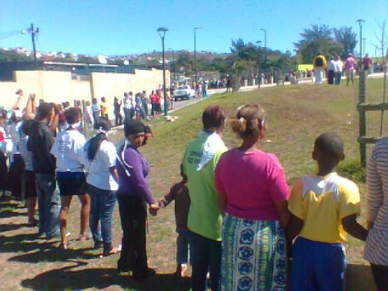 Residents of Helenvale form a human chain of prayer against violence and gangsterim last week. (PHOTO: Facebook)