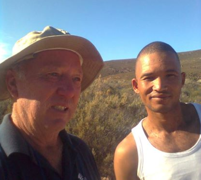 Vlooi and roadside acquaintance Whayne chatting about the things of God under a clear Karoo sky.