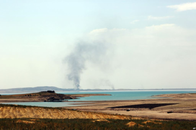 Smoke rises during airstrikes targeting Islamic State militants at the Mosul Dam outside Mosul, Iraq, Aug.18, 2014. (PHOTO:  VOA )