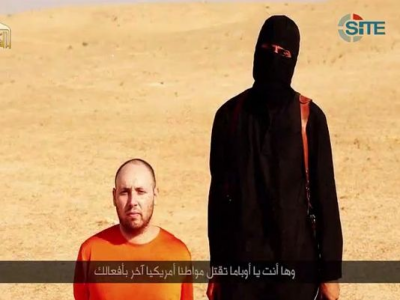 This screen grab from a video posted by a the Islamic State terrorist group purportedly shows American freelance journalist Steven Sotloff, 31, moments before he is killed. The video was provided by SITE, a U.S. intelligence monitoring group. (Photo: SITE)