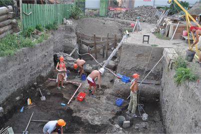 Archaeologists from the Saratov Regional Museum of Local Lore at the Ukek dig site. (Photo: Dmitriy Kubankin ) - See more at: http://www.gospelherald.com/articles/53004/20141028/amazing-christian-temples-unearthed-in-ancient-mongolian-city-ruled-by-genghis-khan-heirs.htm#sthash.K7YFdZws.dpuf