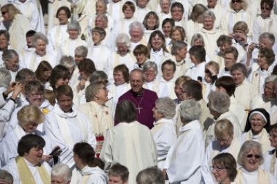 Welby praises 'long overdue' move as House of Lords approves women bishops