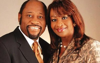 Thousands gather to memorialise Myles Munroe