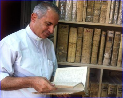 Priest rescues over 1 000 ancient Christian documents as ISIS overtakes city