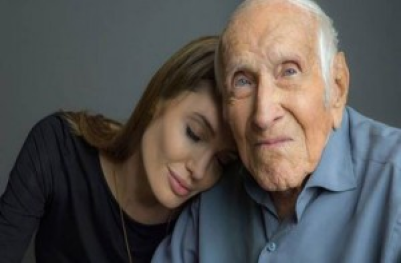 "Louis Zamperini with ""Unbroken"" Director Angelina Jolie Gracehill Media)."