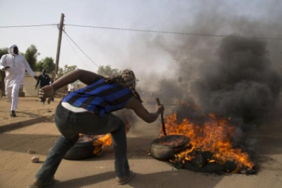 Photo: Reuters/Tagaza Djibo Violence erupted in Niger over the weekend over latest Charlie Hebdo cover.