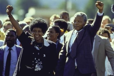 Nelson Mandela and his wife Winnie upon his release from Victor Verster prison on February 11, 1990 (Credit: Allan Tannenbaum/The LIFE Images Collection/Getty Images)