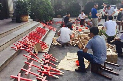 Christian protest in China puts hundreds of crosses back in public