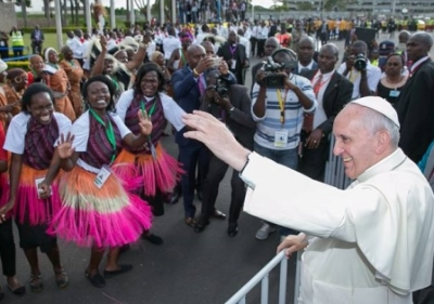 Pope in Africa says conflict 'feeds on fear, mistrust and despair'