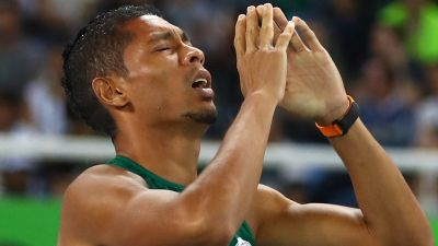 Wayde van Niekerk praises God after smashing 400m record