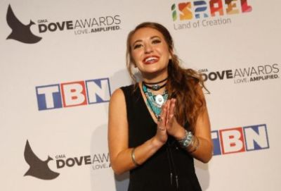 Lauren Daigle repeats with three wins at Dove Awards