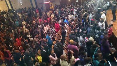prayermeet-crowd