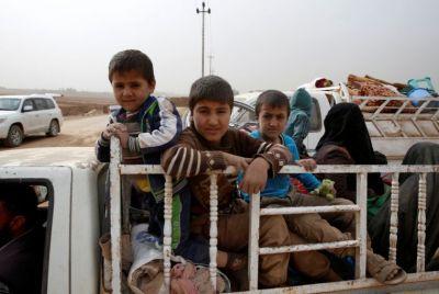 mosul-family-fleeing