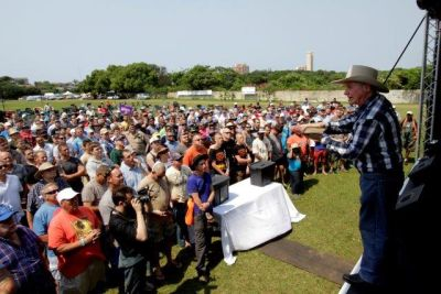 Angus Buchan will 'extend momentum' at Amanzimtoti Mighty Men Conference