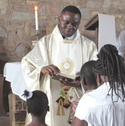 Priest accuses West of profiting from DRC crisis