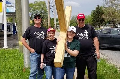 Prayer and gospel team carries giant cross through Chicago