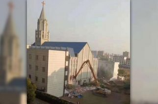 Authorities demolish Chinese megachurch mid-service