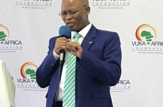 Mogoeng leads by example, joining gathering to pray for SA