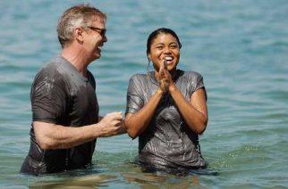 Church baptises nearly 1 000 on California beach