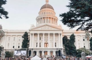 12 000 Christians worship at State Capitol of California